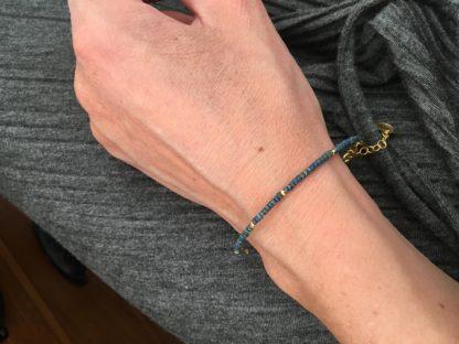 armbånd, forgyldt sølv, glasperler