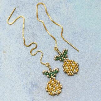 Øreringe med ananas. Håndlavede, unikke smykker med delicaperler, øreringe med sten og perler. Forgyldt sølv og guldbelagte perler
