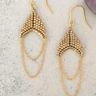 Håndlavede, unikke smykker med delicaperler, øreringe med sten og perler. Forgyldt sølv og guldbelagte perler